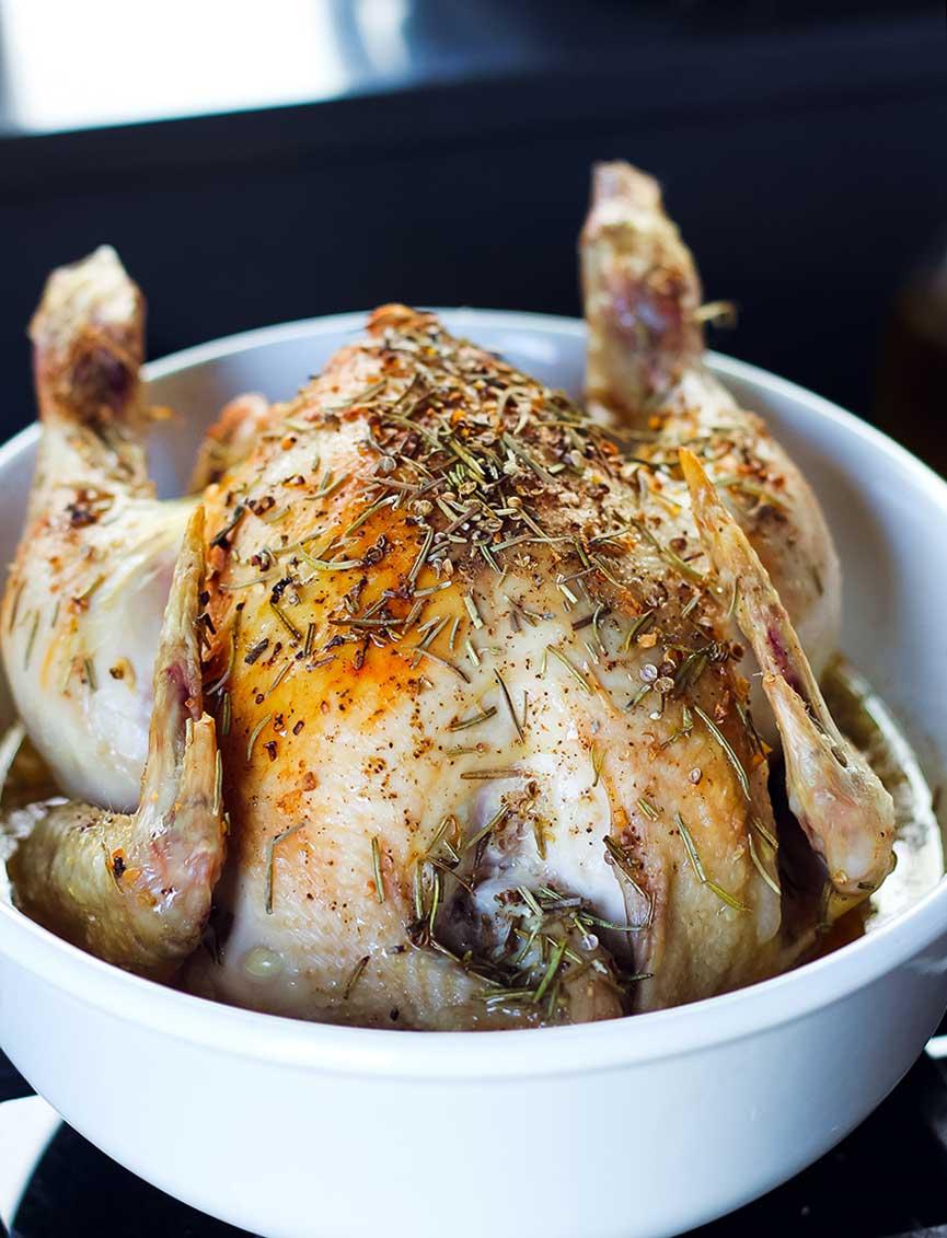 Pollo asado con romero, ajo y limón