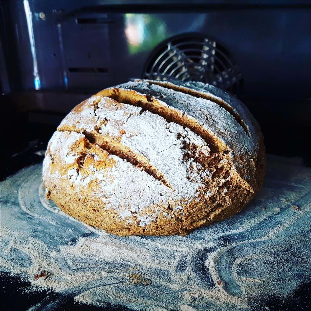 Pan de trigo sarraceno con tomate seco y orégano